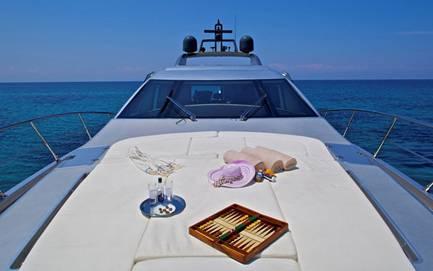 Charter a yacht in Halkidiki